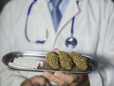 Abbassiamo i prezzi della cannabis terapeutica: liberalizziamo la produzione